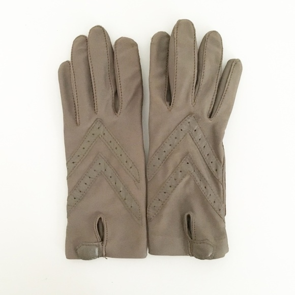 5c53277c1 isotoner Accessories - VTG Isotoner Gloves Stretch Taupe Womens Driving